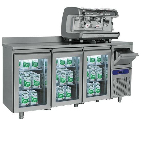 Retrobanchi refrigerati con porte in vetro e tramoggia battifondi